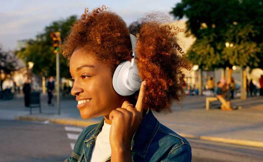 Obrázok ku článku Recenzia JBL Live 660NC: Veľké slúchadlá na uši s vynikajúcim zvukom