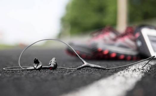 Obrázok ku článku Jak vybrat sluchátka na běhání? Přečtěte si 8 zásadních rad