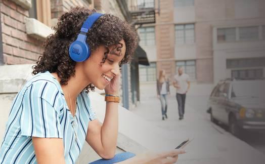 Obrázok ku článku Recenzia JBL E35: Kompaktné slúchadlá s kvalitným zvukom