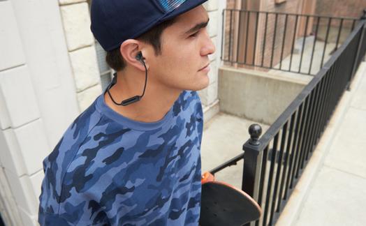 Obrázok ku článku Recenze JBL E25BT: bezdrátová sluchátka jako dělaná pro iPhone 7