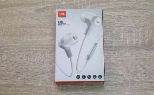 Obrázok ku článku Recenzia JBL E15: Slúchadlá s výborným zvukom a účinným odhlučnením
